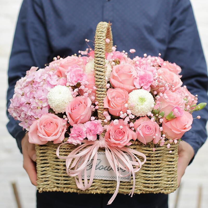 1枝粉绣球 16枝戴安娜玫瑰手提花篮