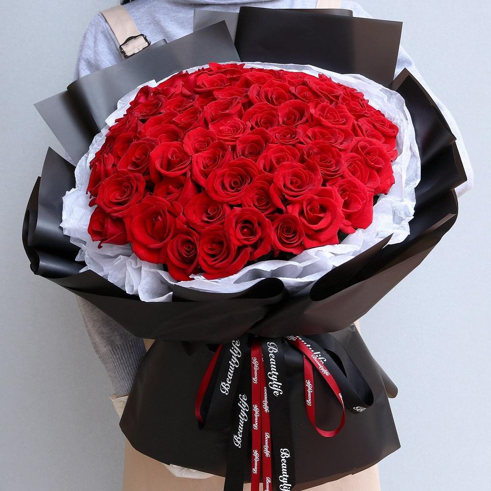 66枝韩式红玫瑰花束