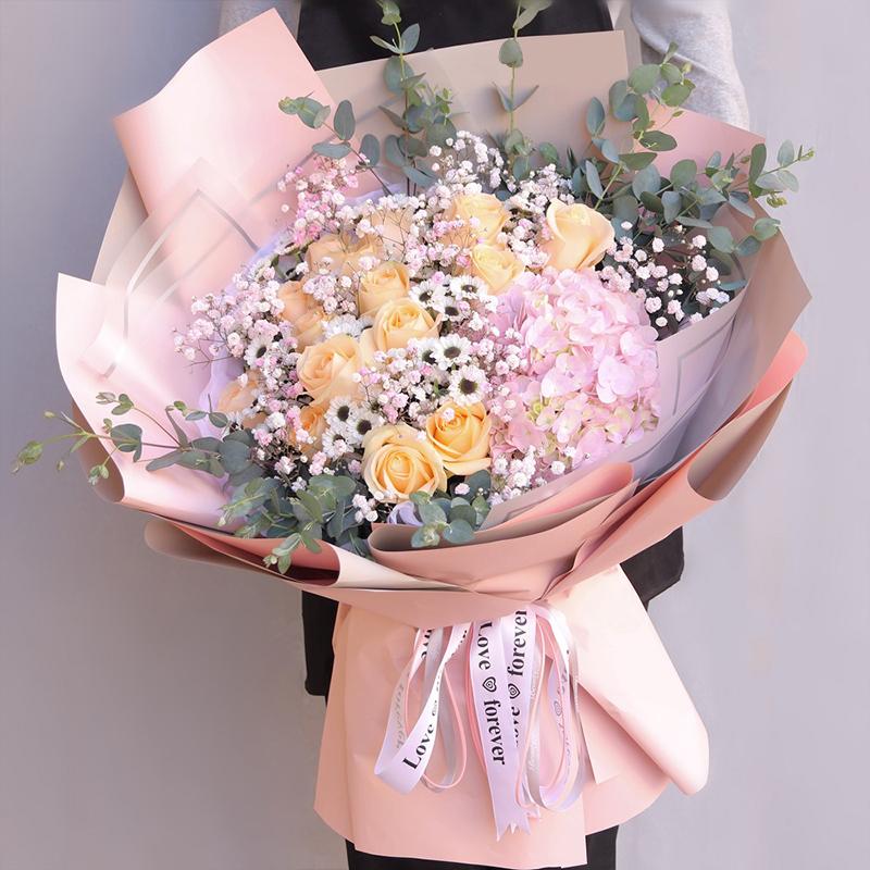 15枝香檳玫瑰搭配粉繡球花束