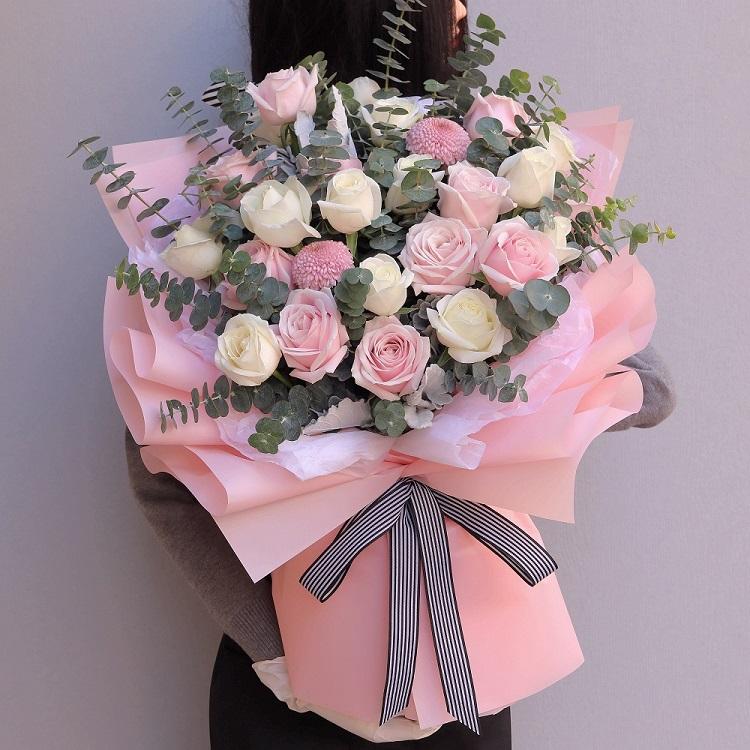 11枝粉雪山玫瑰 12枝白雪山玫瑰 混搭花束