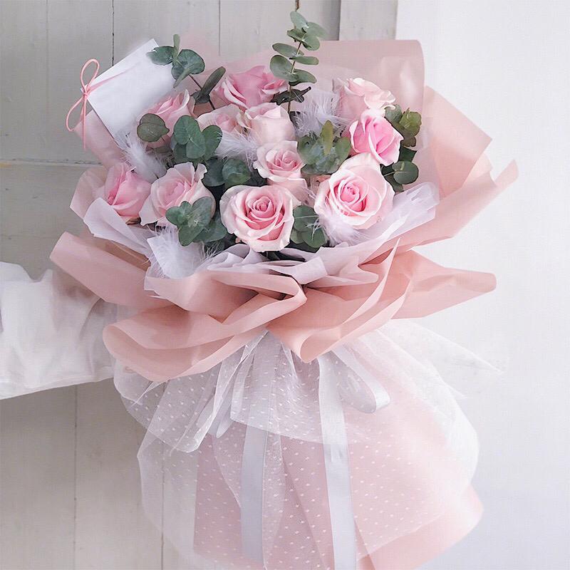 11枝粉佳人粉玫瑰羽毛花束