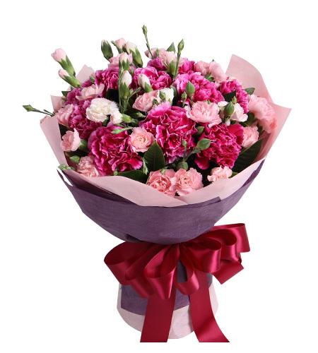 康乃馨加玫瑰的花語是什么 康乃馨加玫瑰表達的是什么意思