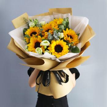 學校畢業給同學送花合適嗎 畢業了給同學送啥花