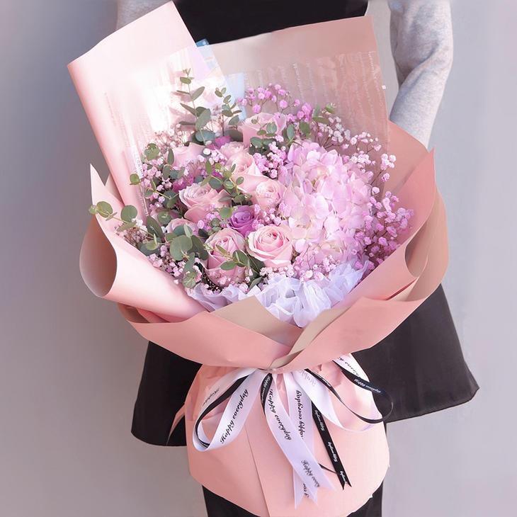12枝粉紫玫瑰混搭花束