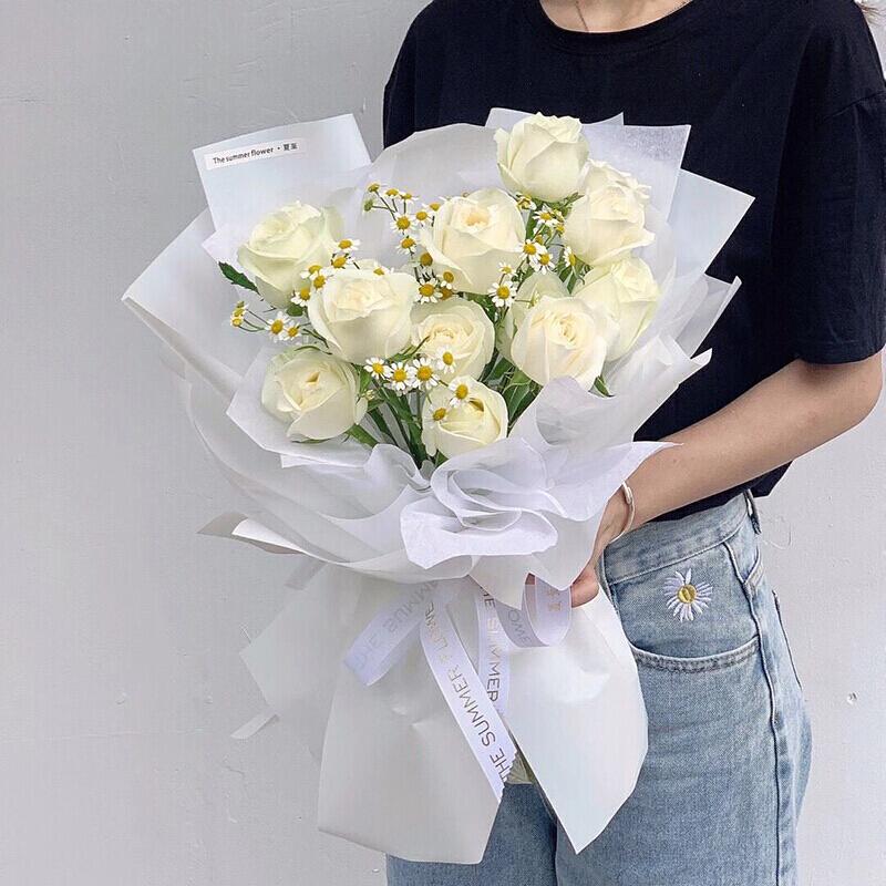 11枝白玫瑰韩式花束