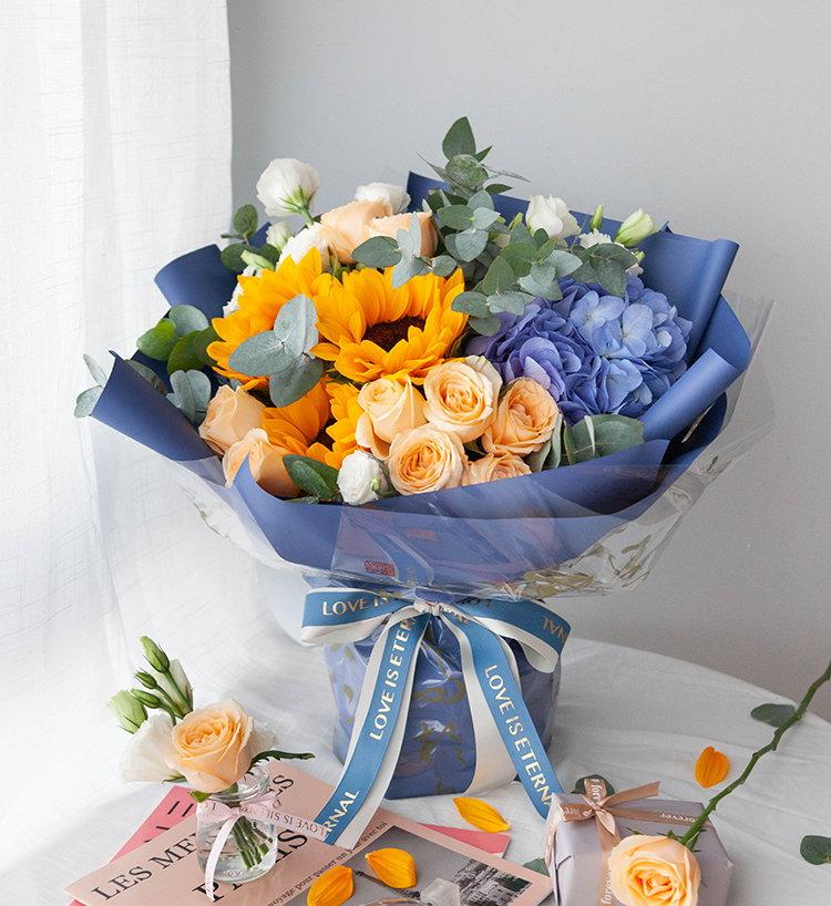 9枝香檳玫瑰+繡球+向日葵+洋桔梗韓式混搭花束