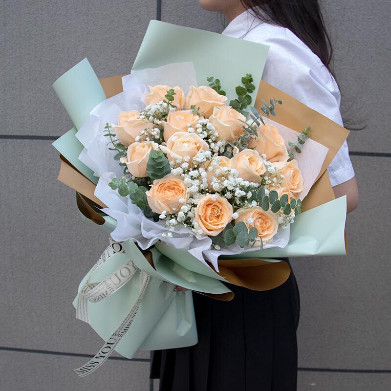 16枝香槟玫瑰韩式花束