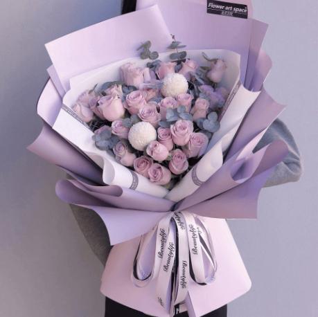 结婚纪念日送妻子什么花好 适合结婚周年送的花