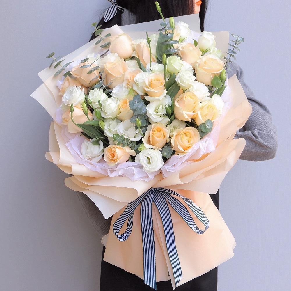 情人節送12朵玫瑰表示什么  情人節送12朵玫瑰啥意思