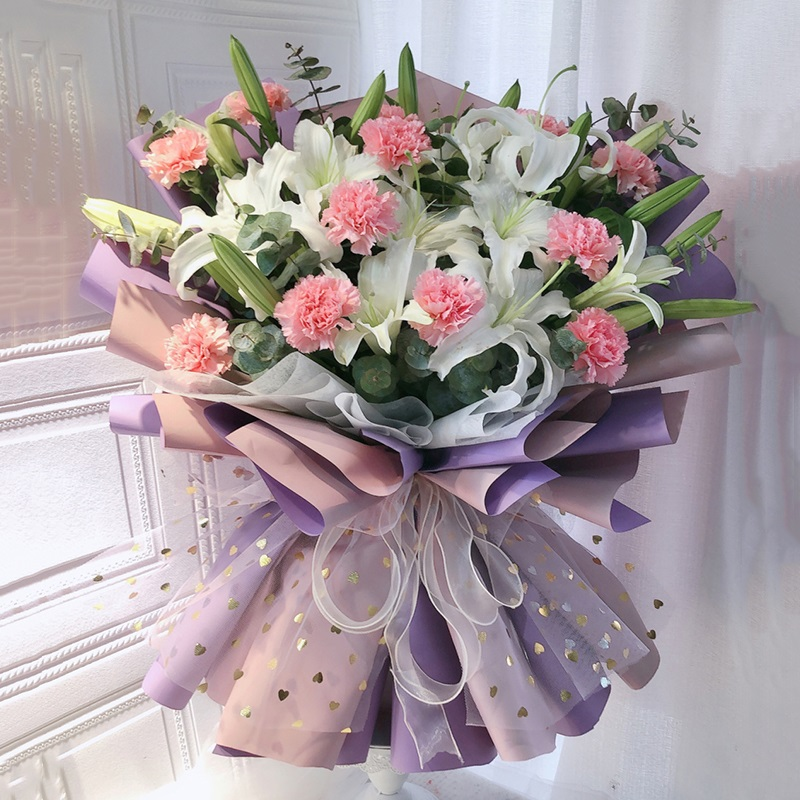 11枝粉色康乃馨白百合和混搭韩式花束