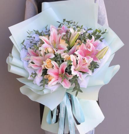 初次给女生送花送什么 适合首次送出的花