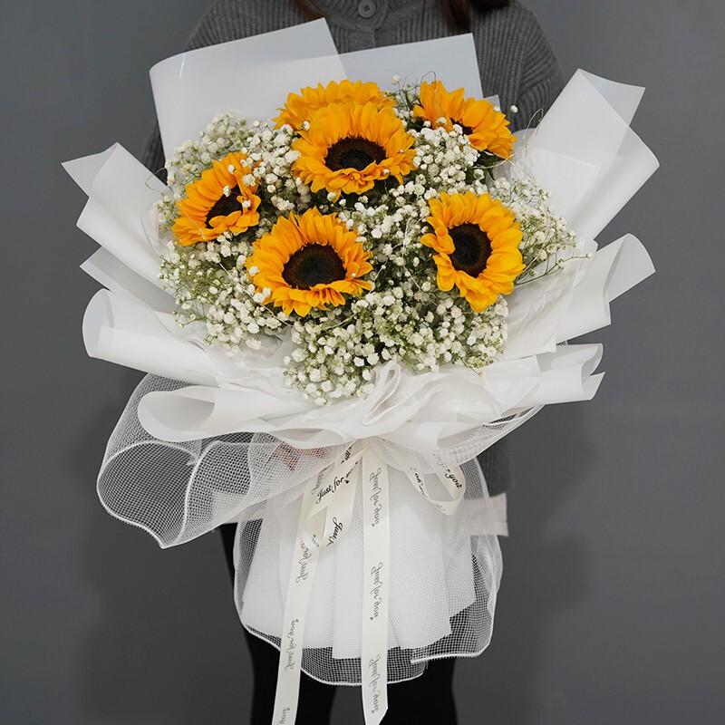 6枝向日葵搭配满天星韩式花束