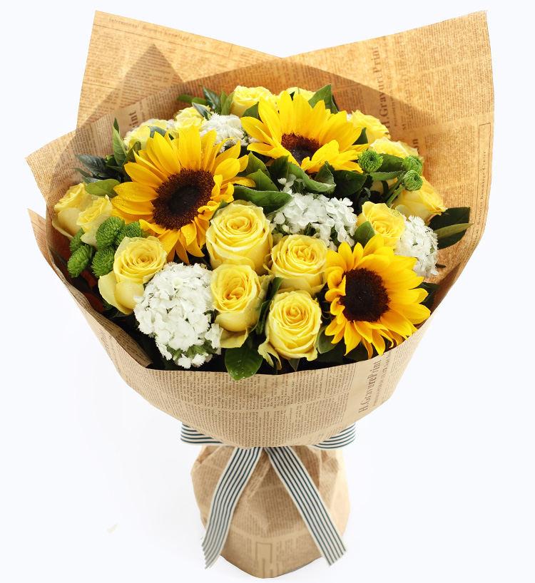 19枝黄玫瑰+3枝向日癸混搭花束