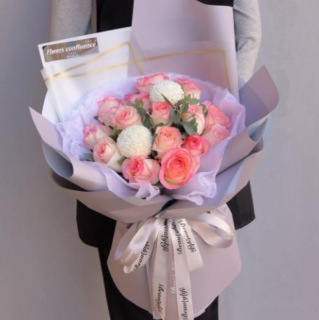 送花给女朋友的场合,平时给女友送花有什么讲究