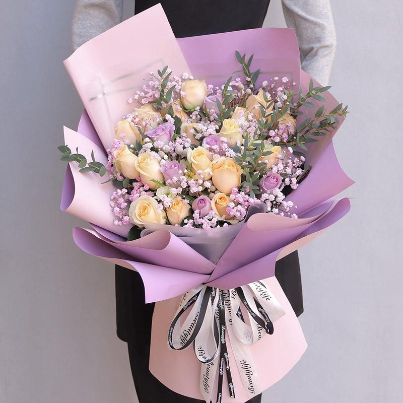 16枝香檳玫瑰6枝紫玫瑰滿天星混搭花束