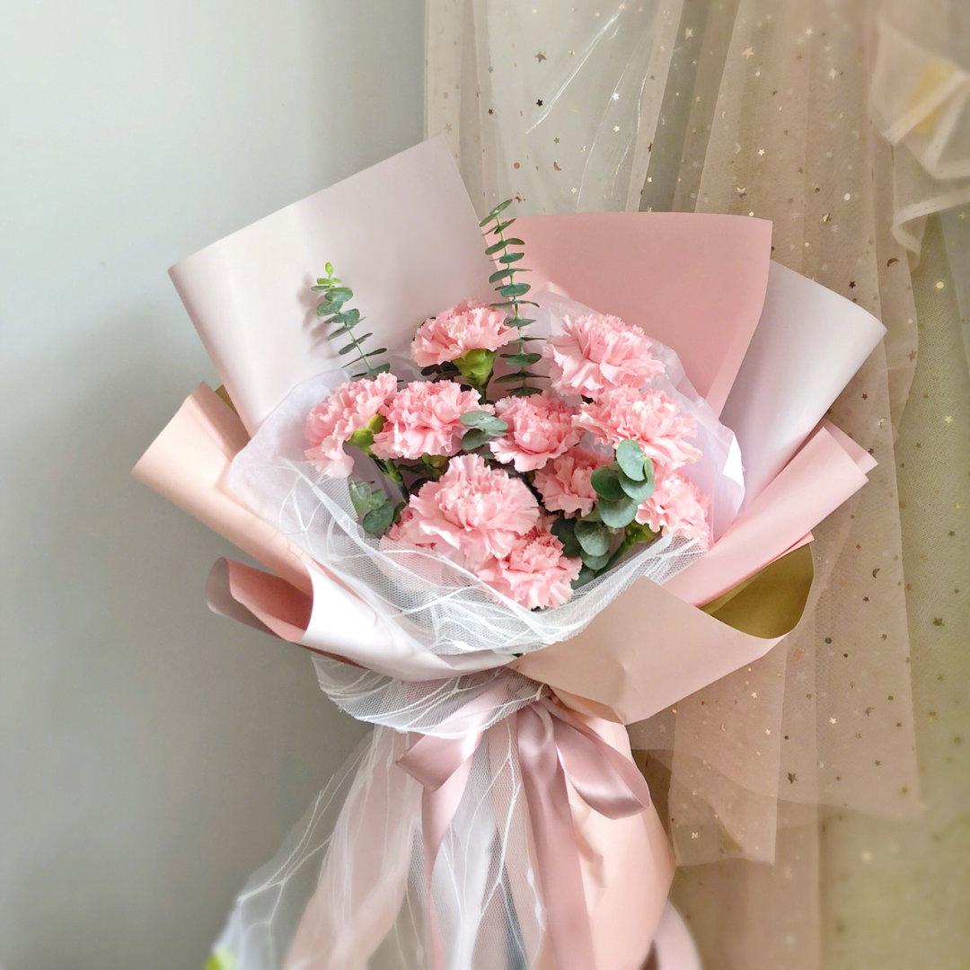 11枝粉色康乃馨花束