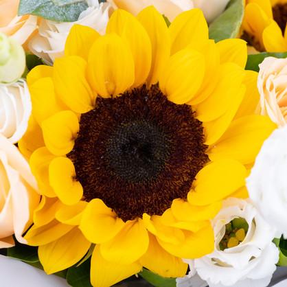4枝向日葵+6枝香槟玫瑰混搭花束