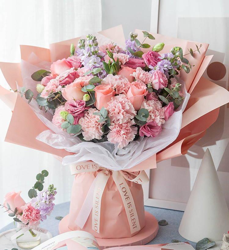 19枝粉色康乃馨玫瑰混搭花束