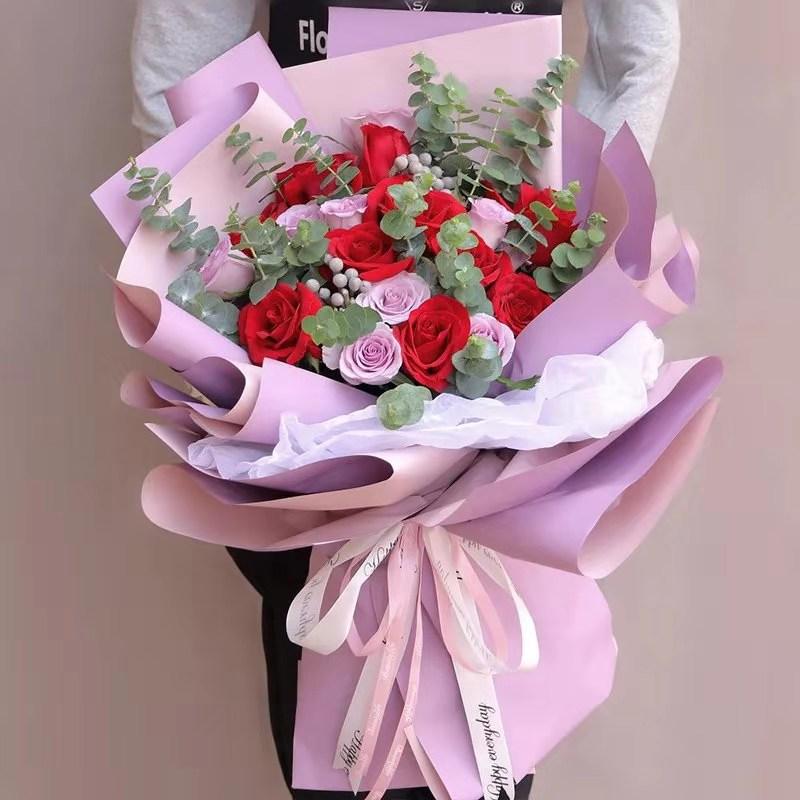 19枝紫红玫瑰混搭花束