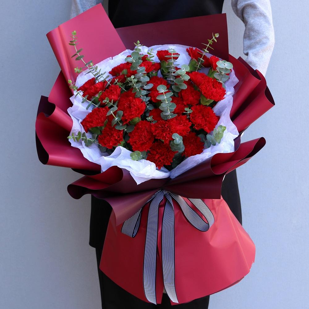 33枝康乃馨花束