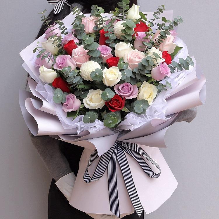 35枝白粉紫紅混搭玫瑰