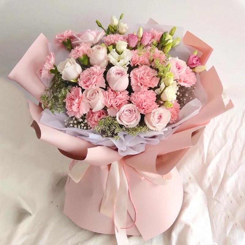 粉玫瑰搭配粉色康乃馨花束