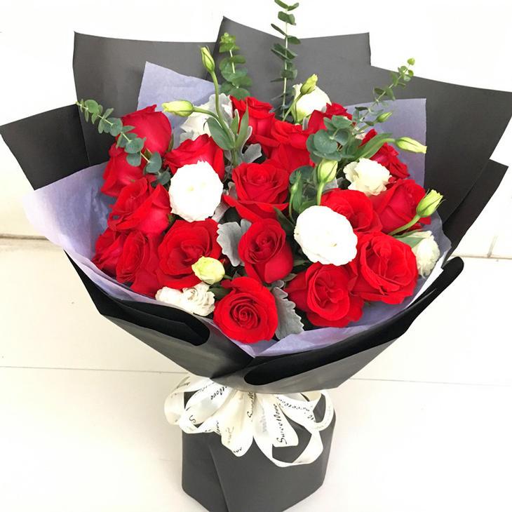 19枝红玫瑰花束