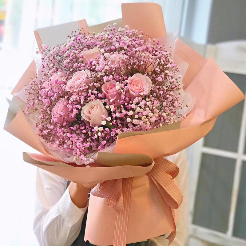 9枝粉玫瑰+进口满天星花束
