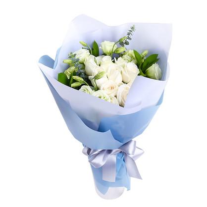 9枝白玫瑰精品小花束