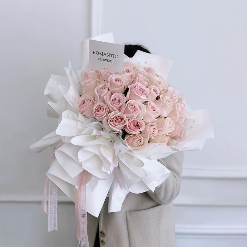 33枝粉玫瑰韩式花束