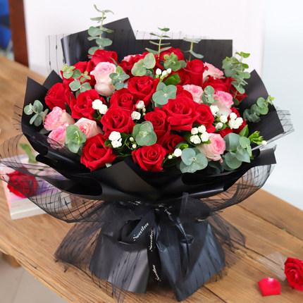 送33朵玫瑰是什么寓意 送33朵玫瑰有哪些花語