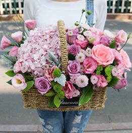 11朵白玫瑰送给女友的寓意  11朵白玫瑰的花语是啥