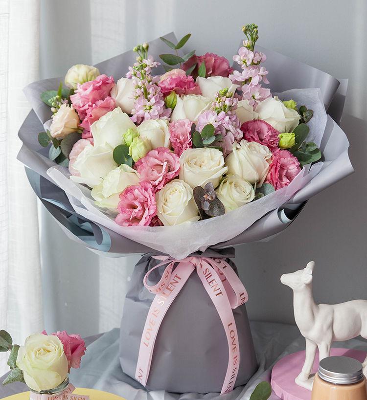 韓式13枝白玫瑰混搭花束