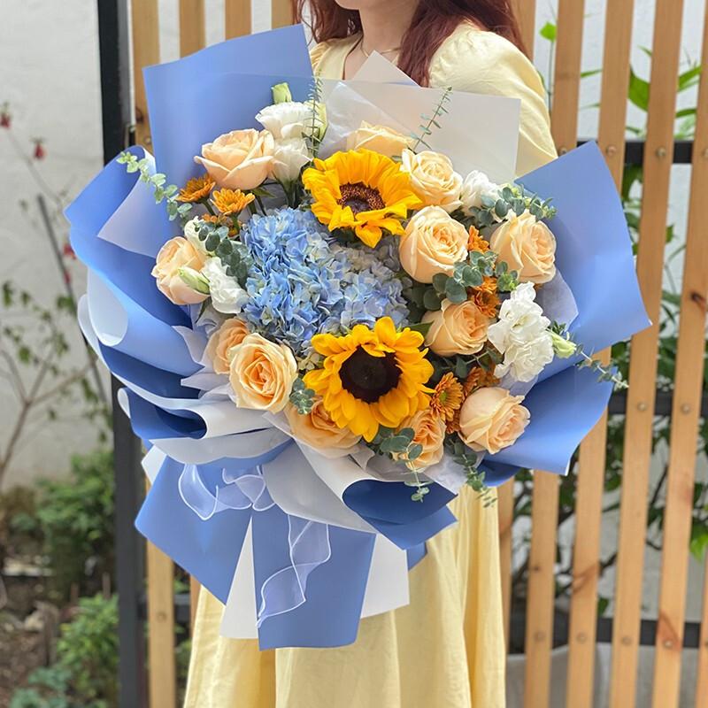 香槟玫瑰向日葵蓝绣球混搭花束