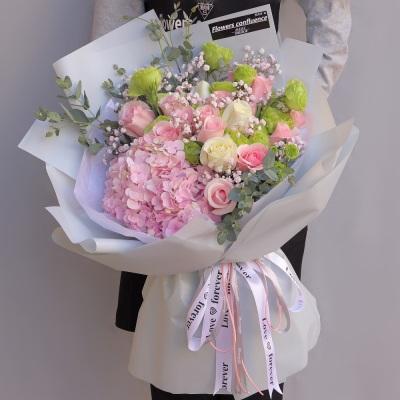 粉白玫瑰加繡球混搭花束