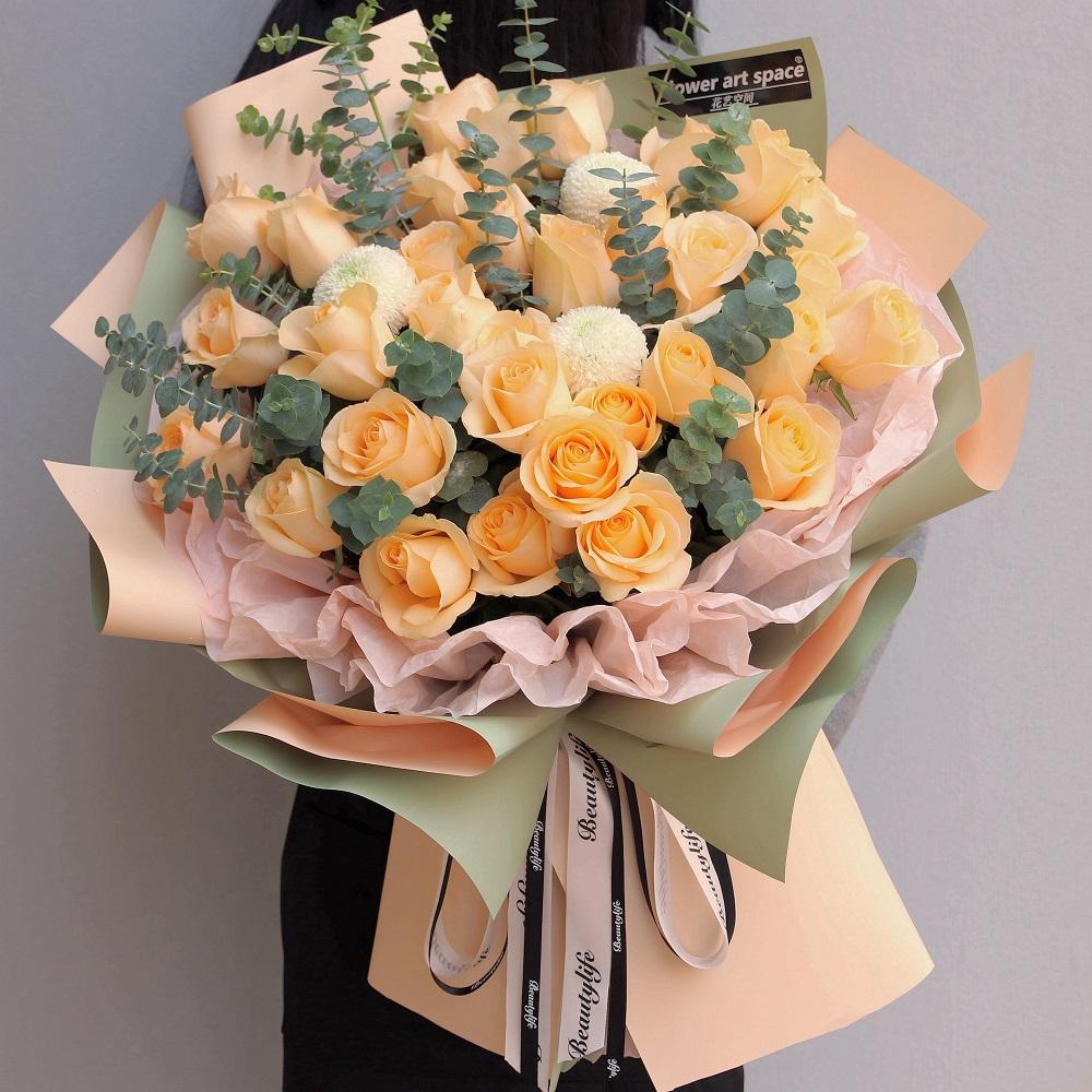 33枝香檳玫瑰韓式花束
