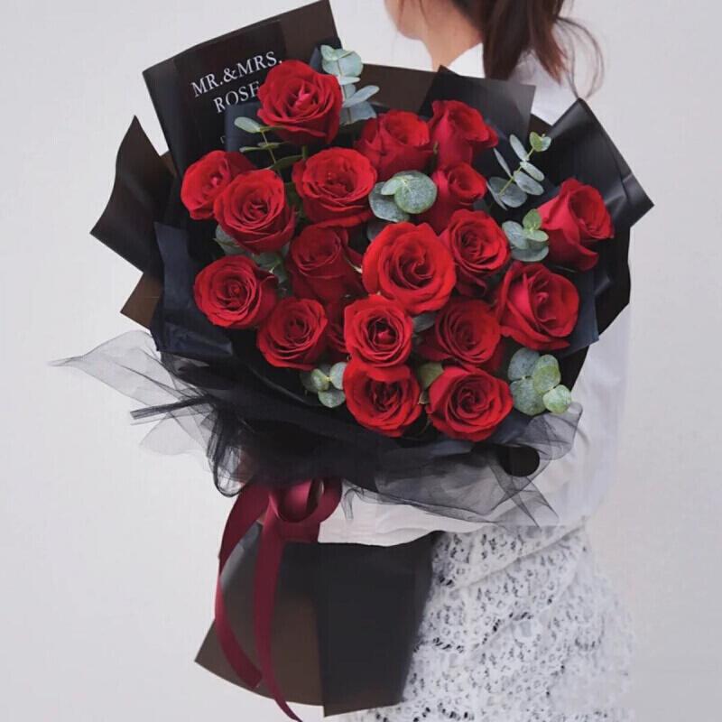 19枝红玫瑰韩式花束