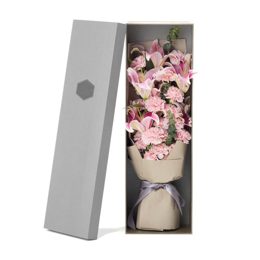 19枝粉康乃馨+6朵百合精美禮盒