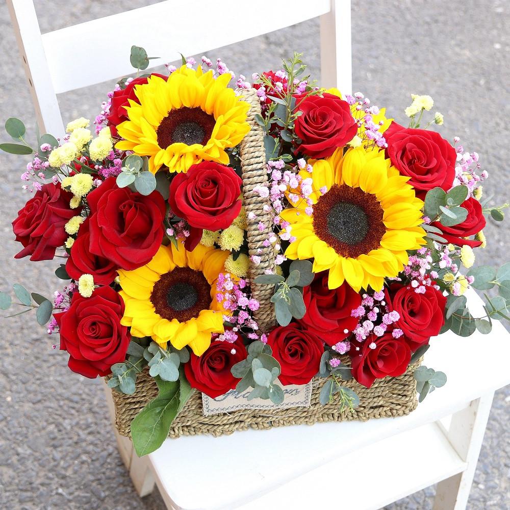 4枝向日葵16枝紅玫瑰混搭手提花籃
