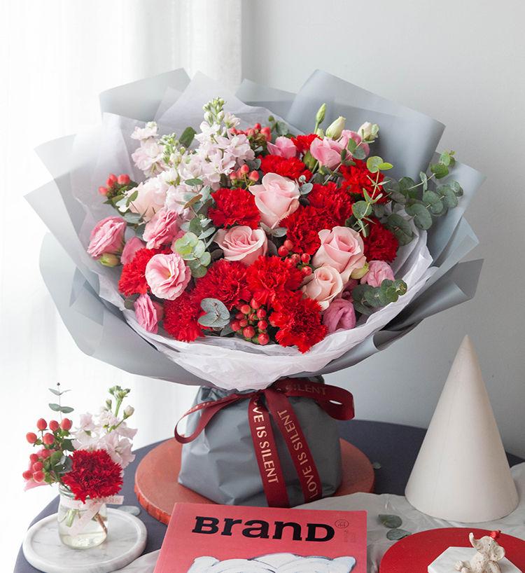 13枝紅色康乃馨玫瑰混搭花束